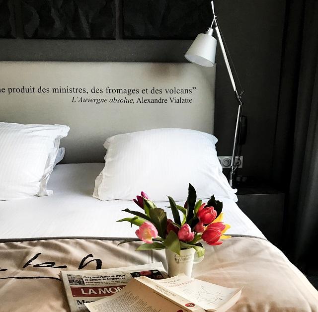 Chambre avec tulipes Hôtel littéraire Alexandre Vialatte Un texte Un jour